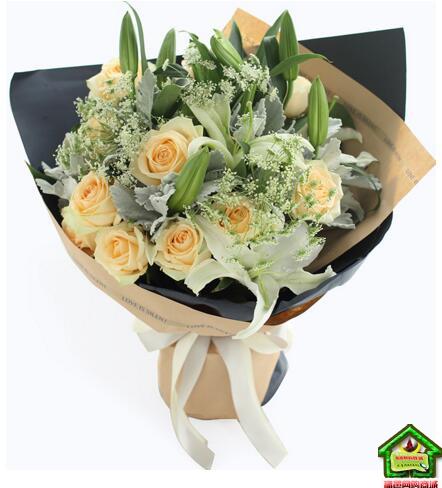 天秤座守护花--香槟玫瑰11枝、白百合3枝、蕾丝3枝、银叶菊8枝 天秤座鲜花定制款