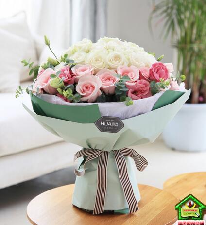 最美公主--白玫瑰22枝,粉佳人粉玫瑰14枝,粉色桔梗5枝