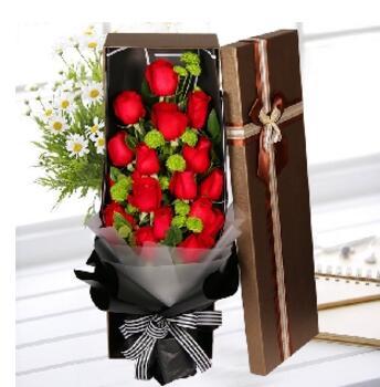 示爱 19支红色玫瑰,栀子叶,小雏菊